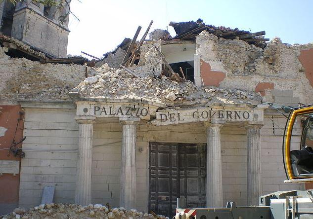 terremoto manifestazione all 39 aquila dei familiari delle