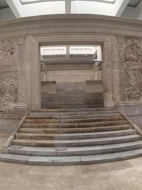 Questa immagine ha l'attributo alt vuoto; il nome del file è museo-dell-ara-pacis-DEF.jpg